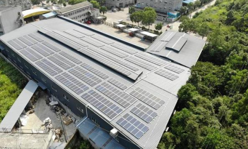 帅呆!屋顶建起光伏发电站 一年减排179.4吨二氧化碳