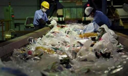 """中国拒收""""洋垃圾""""后 为何美国垃圾成山 日本大呼""""到极限""""?"""