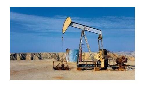 油价今年暴涨18%,油市风暴止不住,终于开始波及美国经济了?