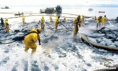 """泉州""""碳九""""泄漏 专家:危害程度比原油小"""
