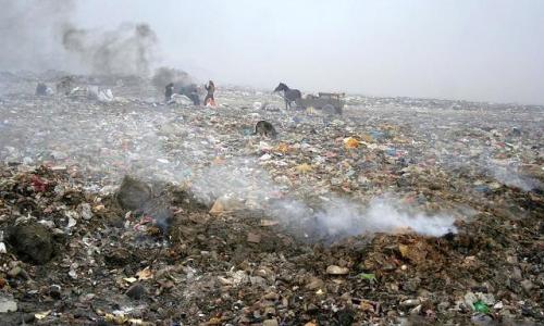 这几年把收废品的查得无处藏身,每年都搬家,一句脏乱差就推平了