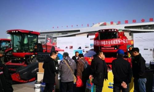凯斯大马力拖拉机、收割机亮相十一届内蒙古农牧业机械展览会