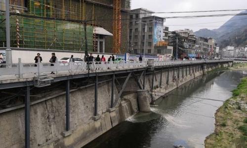 """生活污水直排镇安县河河道 从环保到城管投诉却被""""踢皮球"""""""