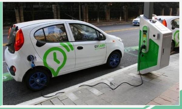 路灯秒变充电桩 充电问题就此解决?但效率是个问题……